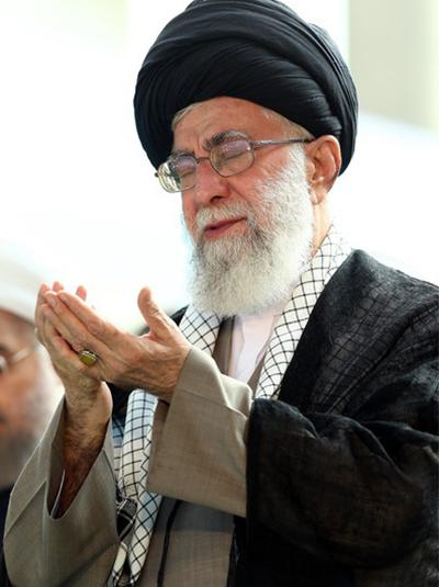 مشروح بیانات رهبر معظم انقلاب در خطبههای نماز عید فطر