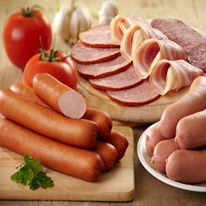 """سوسیس و کالباس؛ بمب های سرطان زا/ سوسیس را با """"کاهو"""" بخورید بهتر است!"""