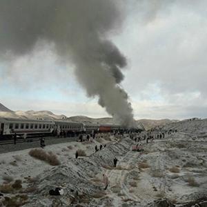 آتش سوزی شامگاه پنج شنبه در قطار یزد – تهران، مسافران را با خطر مواجه کرد.