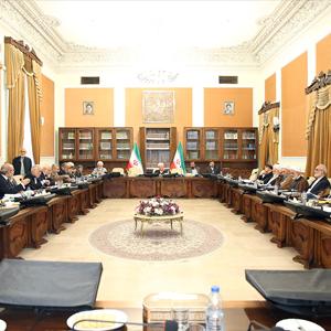 تأکید رئیس مجمع بر بازبینی مجدد برخی از سیاستهای کلی نظام