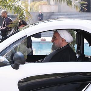 رانندگی رئیسجمهور با خودرو برقی+ تصاویر