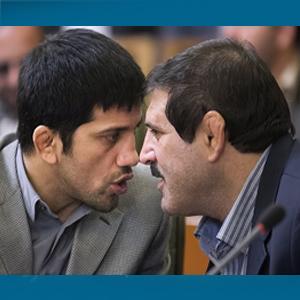 زیر دو خم های جدیدی و دبیر روی تشک شورای شهر
