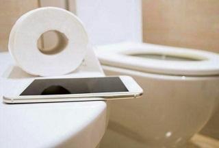 آلودگی تلفن همراه ۷ برابر بیشتر از صندلی توالت فرنگی است!