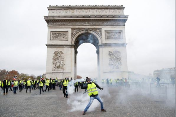 پایان تیتر: درگیری پلیس فرانسه