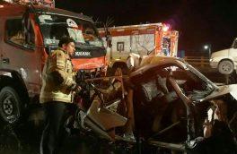 ۶ خودرو در اتوبان شهید یاسینی به شدت تصادف کردند/بیرون آوردن یک مرد زنده توسط آتش نشان ها از داخل خودروی متلاشی شده