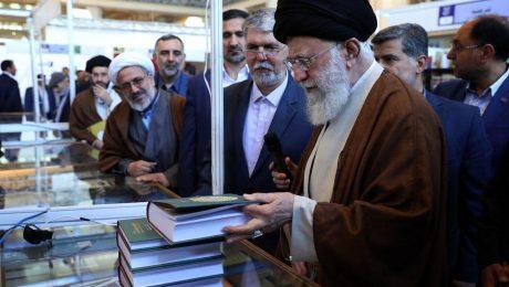 پایان تیتر: دیدار رهبری از نمایشگاه کتاب