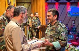 فرمانده کل ارتش از سرهنگی که خم شد تا مردم سوار کامیون شوند تقدیر نمود