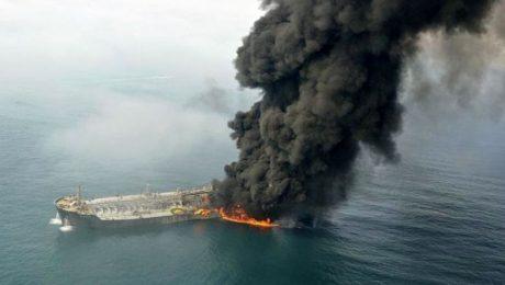 پایان تیتر: آتش سوزی نفتکش