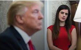 دستیار شخصی ترامپ مجبور به استعفا شد