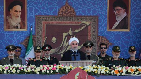 پایان تیتر: روحانی و رژه نیروهای مسلح