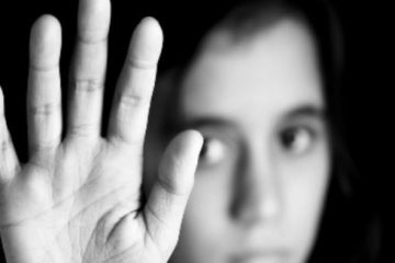 گفتگو با دختر ۱۷ ساله مشهدی که به خانه فساد فروخته شد / آهو ۳ شب با بهزاد بود