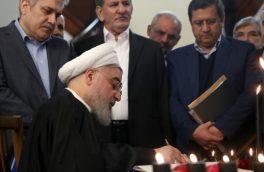 روحانی دفتر یادبود جانباختگان حادثه سقوط هواپیمای اوکراینی را  امضا کرد