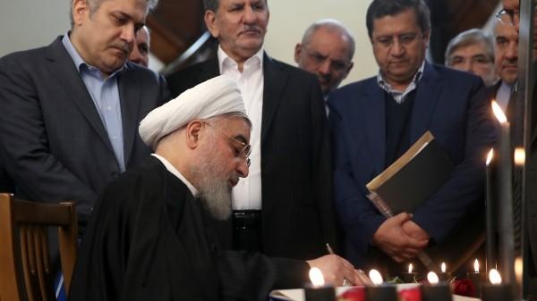 پایان تیتر: روحانی و دفتر یادبود شهدای سقوط هواپیما