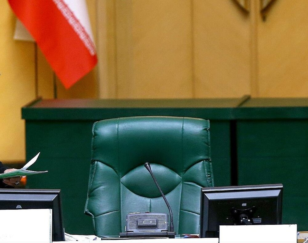پایان تیتر: صندلی مجلس
