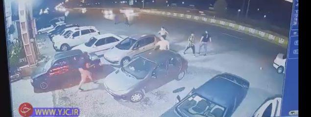 حمله اوباش با شمشیر و قمه به خودروهای مردم در سرخرود + فیلم