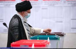 رهبر انقلاب رأی خود را به صندوق سیار ۱۱۰ در حسینیه امام خمینی(ره) انداختند